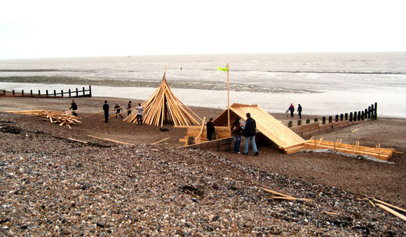 Timber on Worthing Beach (Photograph by Vivlonsdale)